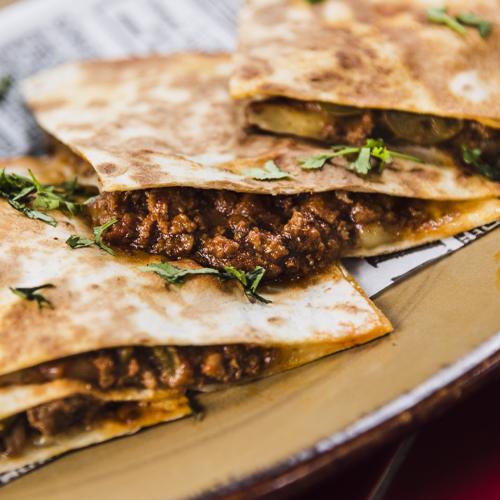Quesadillas de chile carne y jalapeños (2)
