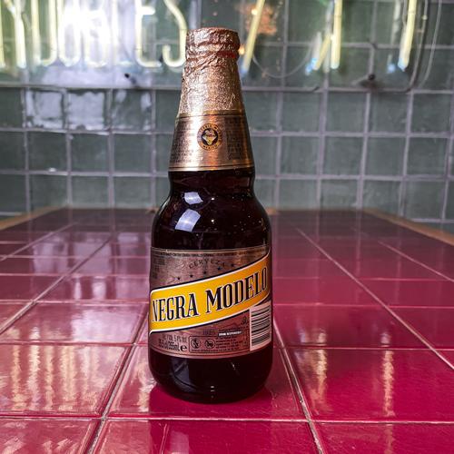 Santo Bebidas Modelo negra